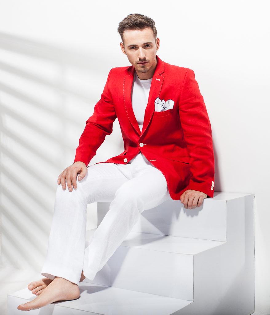 Białe spodnie – nowoczesny i elegancki styl dla mężczyzn